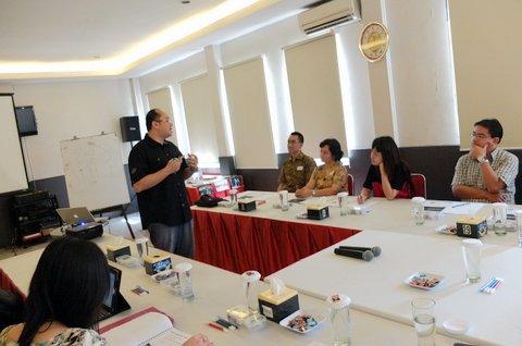 Suasana workshop yang interaktif & hangat